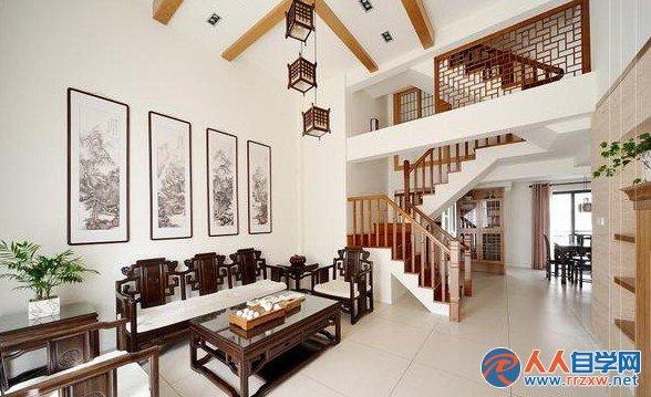 """楼梯设计需要注意的七大细节   1、楼梯噪声是否要小:楼梯不仅要结实、安全、美观,它在使用时还不应当发出过大的噪音。踩在楼梯上所发出的""""咚、咚""""声音往往是很可怕的,尤其是在夜深人静的时候。楼梯的噪音与踏步板的材质以及整体设计有关系,也与各个部件间的联接有关系。   2、楼梯是否使用环保材料:正如家具是由材料组成的一样,楼梯这件""""家具""""也是由""""材料""""组成的,比如实木的踏步要经过油漆工序。这一点很容易被人忽略。提醒大家在选择楼梯款式"""
