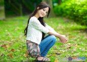 Photoshop打造柔和的秋季淡黄色草地人物图片